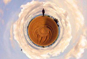 Ο καθένας βλέπει τον εαυτό του σαν κέντρο του κόσμου. (SCHOPENHAUER)