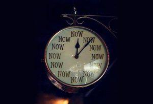 Ο φυσικός χρόνος είναι ίδιος για όλους, αλλά το πώς τον βιώνουμε εξαρτάται εξολοκλήρου από εμάς (ΑΛΜΠΕΡΤ ΑΪΝΣΤΑΪΝ)