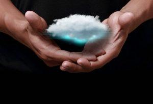 Όμως τα σύννεφα καθαρίζουν όταν μπαίνεις μέσα τους. (ALLAN PERCY)