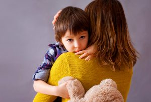 Όταν επικρατεί μέσα σου αβεβαιότητα για τις δικές σου αξίες, πώς μπορείς να διδάξεις κάτι σίγουρο στο παιδί σου; (VIRGINIA SATIR)